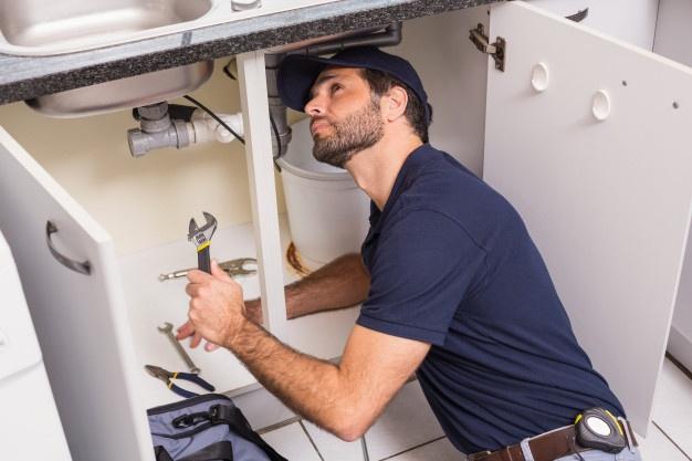 bathroom-plumber-fixing